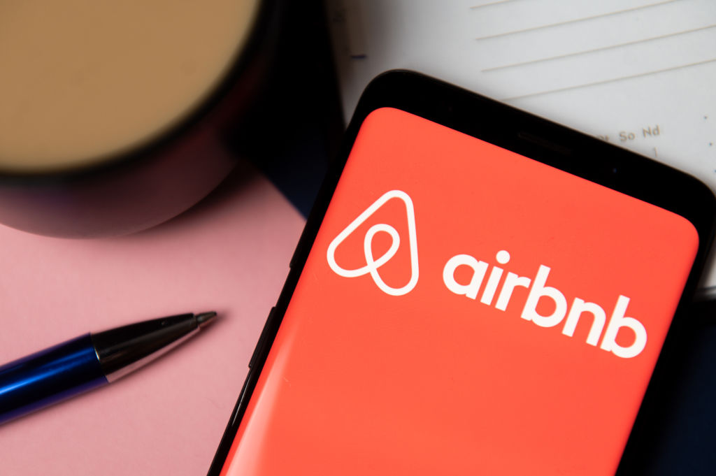 Airbnb Announces Ban On Terrorists Who Stormed The U.S. Capitol [Details]
